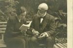 Conxita Badia amb Apel·les Mestres. 29 octubre 1934